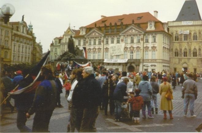 """1989. november 17. Csehszlovákiában kezdetét vette a """"bársonyos forradalom"""""""
