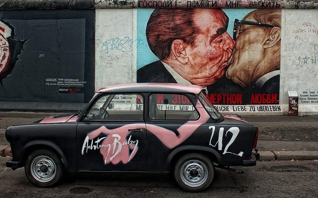 1989. november 30. Ezen a napon fejeződött be a berlini fal lebontása